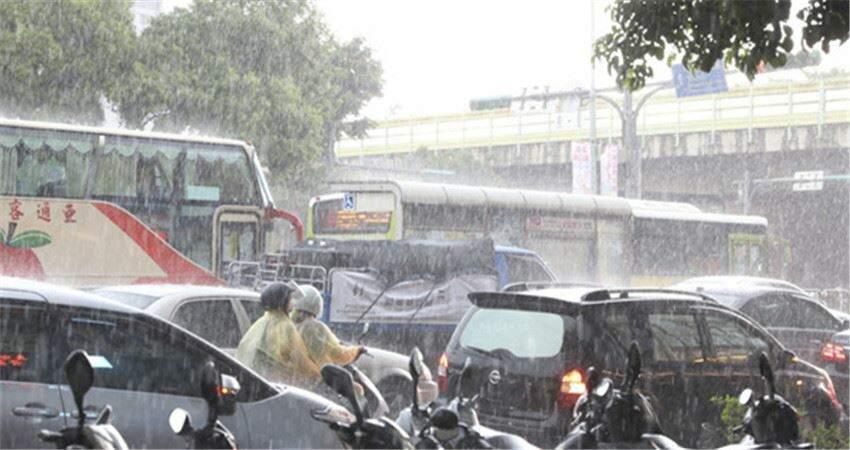 下周梅雨鋒面要往南靠近了 水氣更多「午後雷陣雨範圍會變廣」