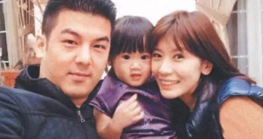 賈靜雯的大女兒曬照乘坐經濟艙,網友:太像爸爸了!